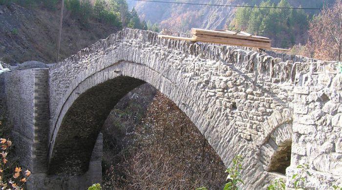 """Δημητσάνα – Σύντομα ξεκινούν εργασίες στο """"Γεφύρι του Σερά"""""""