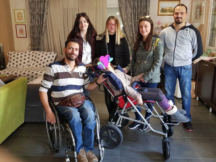 Ο Σύλλογος ΑμεΑ Αρκαδίας παρέδωσε αναπηρικό αμαξίδιο σε μικρό κοριτσάκι!