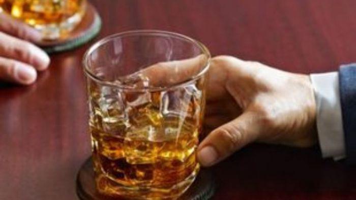 Υγεία | Οι άνδρες που θέλουν να γίνουν πατέρες πρέπει να αποφεύγουν να πίνουν αλκοόλ